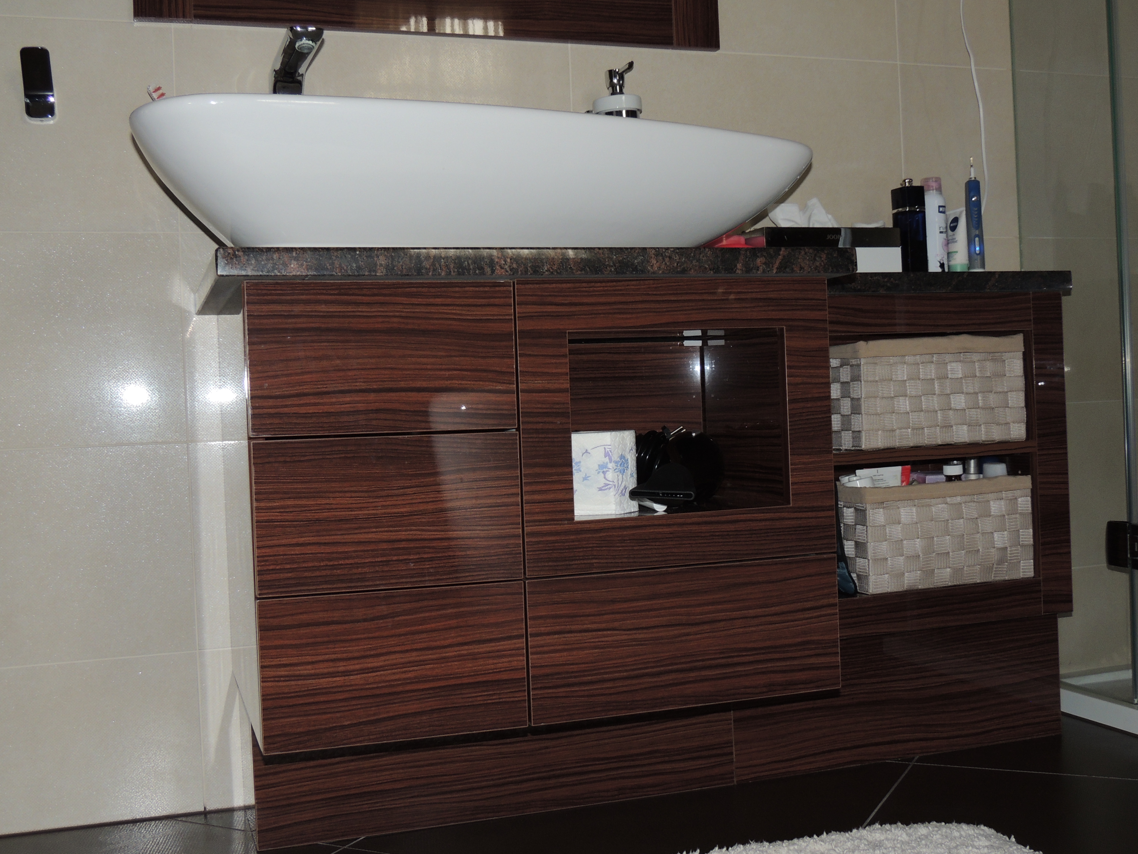 m bel f r das bad s rga fagy ngy bt. Black Bedroom Furniture Sets. Home Design Ideas